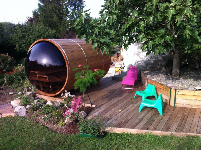 un sauna cylindrique sur votre terrasse en bois. Black Bedroom Furniture Sets. Home Design Ideas